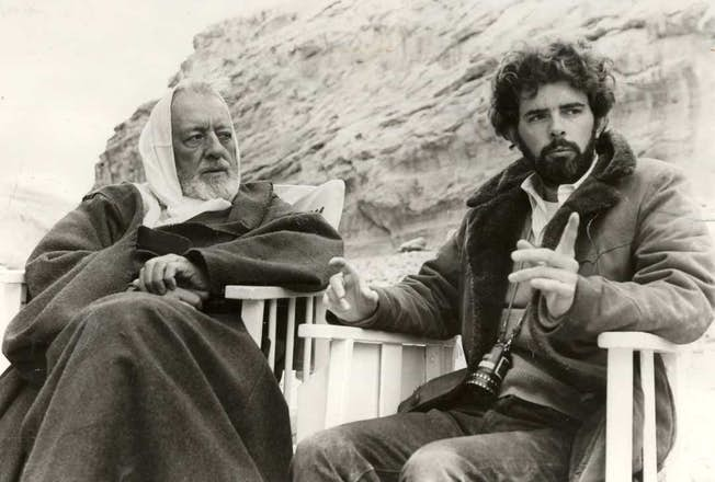 Alec Guinness and George Lucas on set